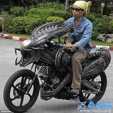 Alien-Predator Motorcycle by Roongrojna Sangwongprisarn
