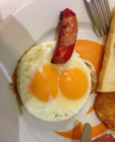 今天早餐女服务员给我端上这么个盘子,不知道是不是在暗示什么……求真相