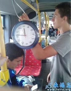 伙计手表哪买的,很是霸气啊
