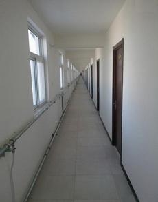 出差住的旅馆,上完楼梯再到我的房间要走5分钟