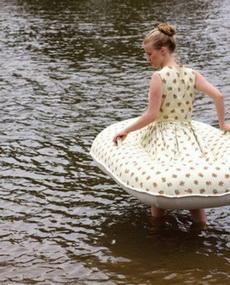 这才是真正的泳衣,旱鸭子们的至宝……