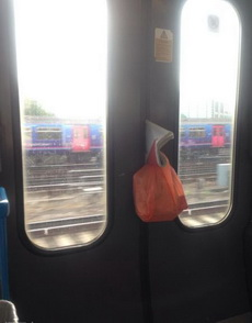 上班挤地铁好心酸呀