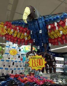 超市的售货员都有点艺术气息