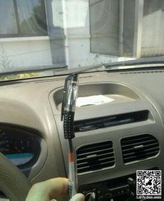 夏天,我放了一支笔在车里