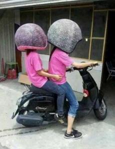 新买的头盔,以后骑车再也不怕摔了!