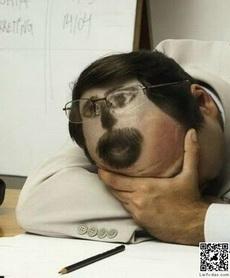上课时偷偷睡觉的好法子