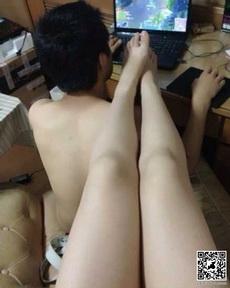 男朋友不理我只玩游戏?我拍照片玩,你多玩一局,我就多往上一寸!