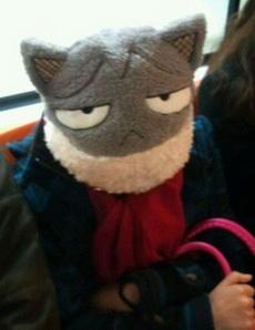地铁上它一直盯着我