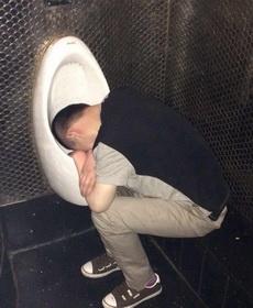 二货朋友喝醉了,后来在这里找到他了!