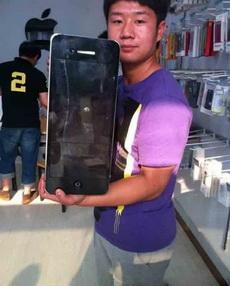 朋友在微博上晒刚买的苹果6!