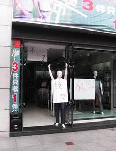 逛逛街走到这家店门口又吓出来了!