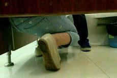 上个厕所都能碰到求婚,还是姑娘求婚,真是感动。