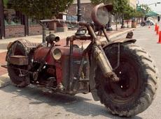 舊拖拉機變成拉風摩托車