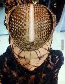用头发给自己编个帽子