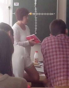 第一眼看成了老师的大腿!
