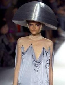 这个帽子可以挡子弹,防止爆头