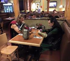 尴尬的家庭聚餐