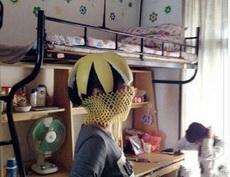 宿舍妹子刚买的帽子和口罩