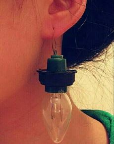 耳洞虽打好,防止粘上,先卦夜明珠抛砖引玉。