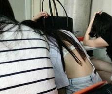 坐在妹子后面,根本无法专心上课。