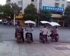 什么中国好声音,只要我开金口,前面四位导师必转身。
