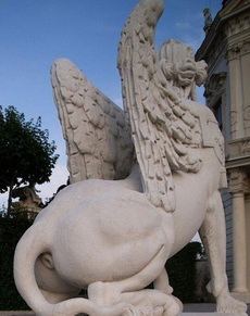 这座雕像的创作者是不是有点严谨过头了?没有必要如此写实吧