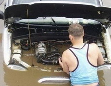 给我点时间,我修好引擎就可以出发啦!