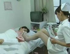 姑娘只是一般的骨折,护士姐姐你用不着拿脚熏晕他