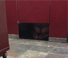 上厕所的时候好像看见了什么不得了的事情