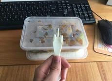 外卖迟到了很久,打电话投诉催了下单,结果收到了这样的叉子