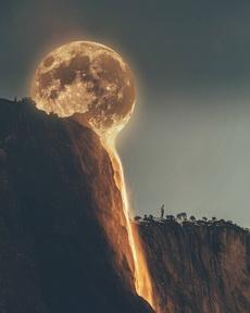 月亮与火山的完美结合