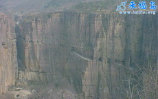 中国西部的穿山公路