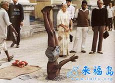 外国的乞丐靠的都是真功夫啊!