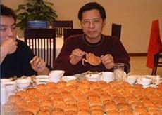據說是某單位招待領導的工作午餐,一個菜,沒有湯,非常艱苦樸素