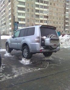 环卫工人扫雪后