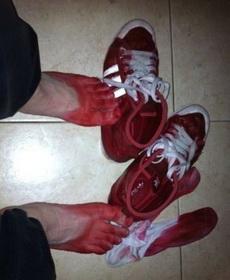 艸 這什么爛鞋啊 進點水就掉色成這樣?!傷不起……