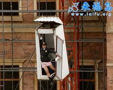 谁把厕所吊起来了!