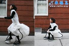 步行上班的人有福了,很方便途中休息的裙子