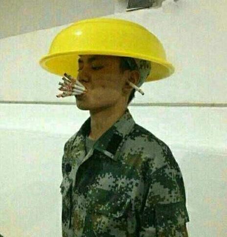 這就是當新兵的時候躲在廁所里面抽煙被班長發現后的后果