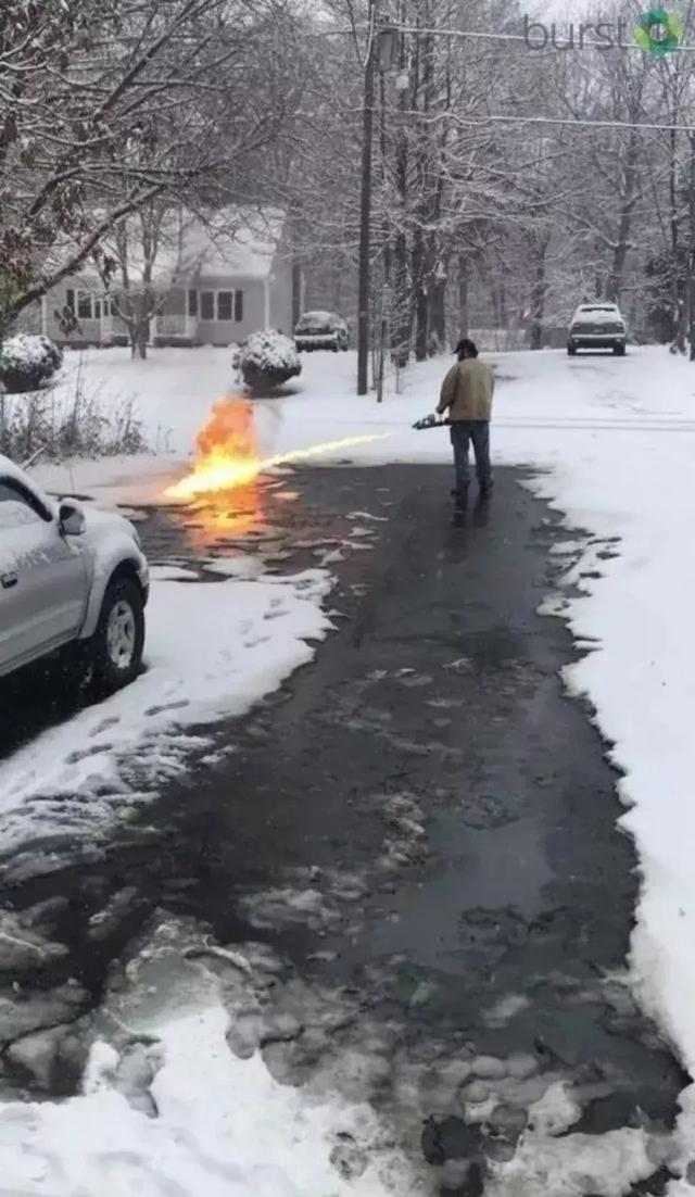 战斗民族是怎么扫雪的