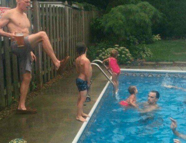 爸爸,你是怎么学会游泳的,可以教我学游泳吗?我当年就是这么学会的!