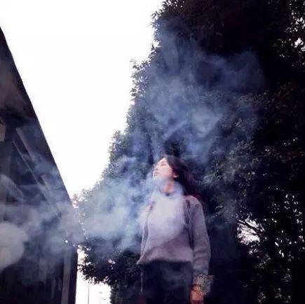 为了这张照片,男票吸了三盒烟